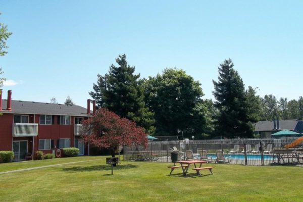 Brookstone Apartments Grounds and Pool