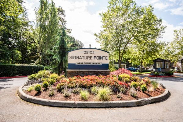 Signature Pointe sign